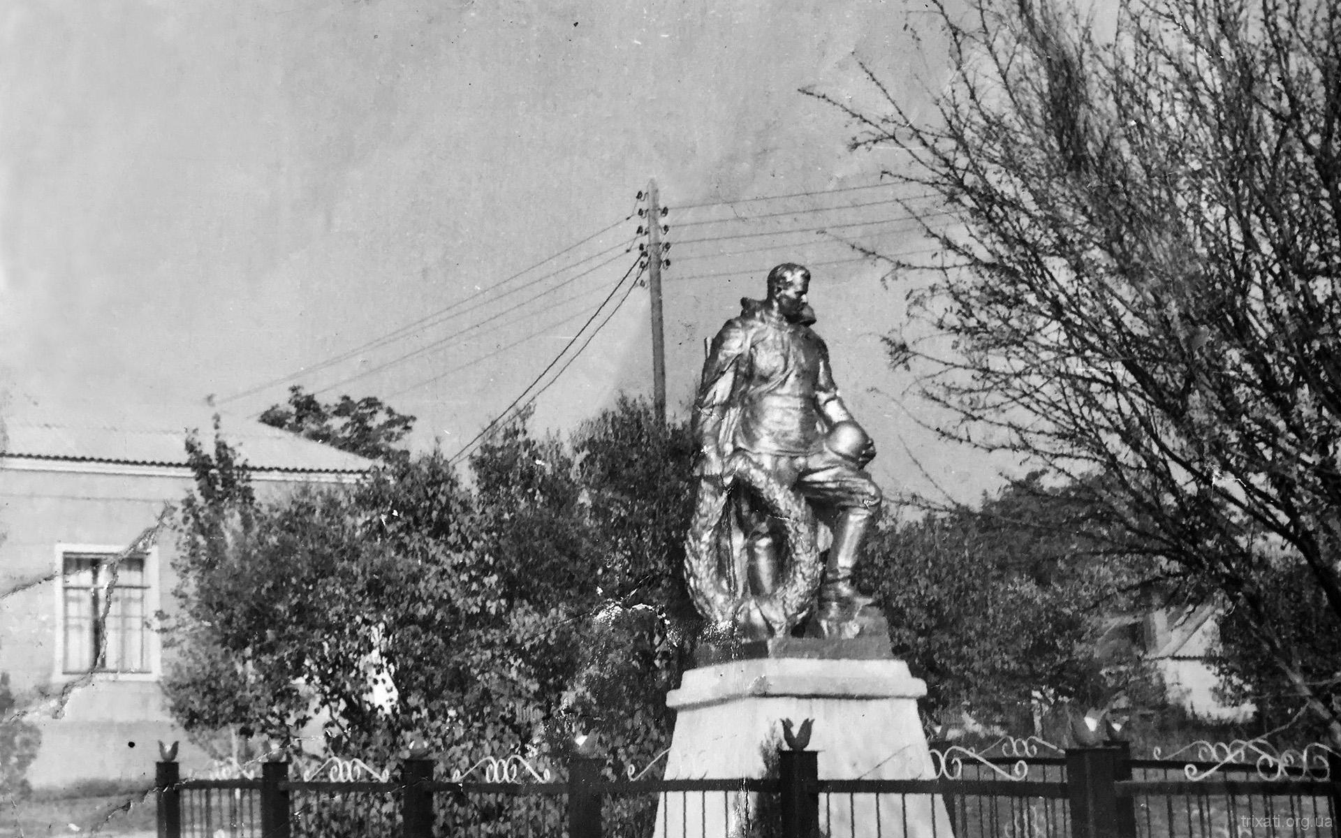 Військовий пам'ятник у Трихатах