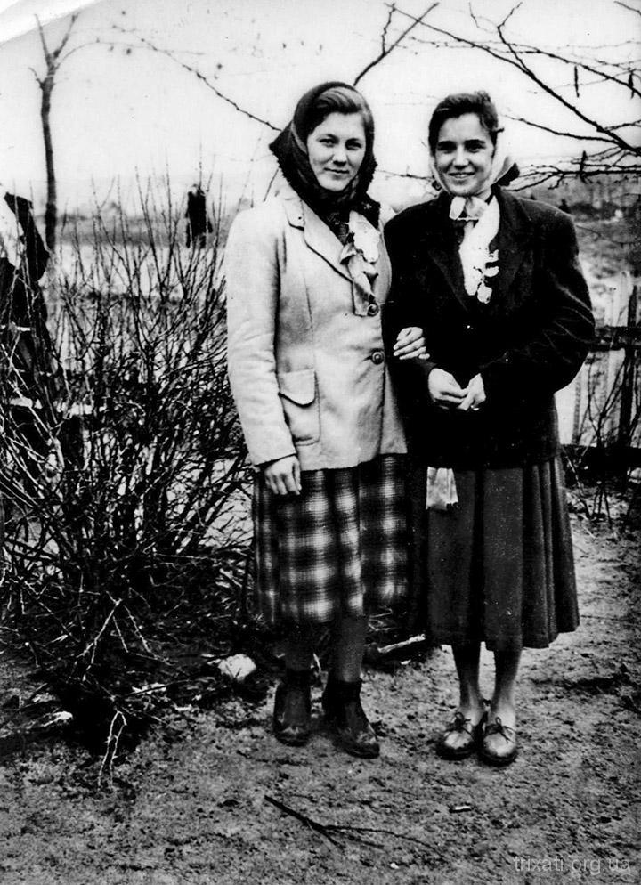 Усікова Валентина (справа)